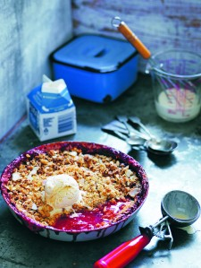 Strawberry and Rhubarb Crumble Sml
